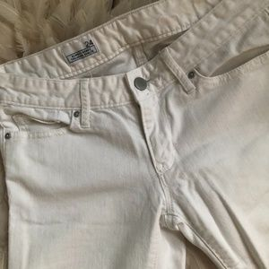 $20 GAP Mid Rise White Jean Size 24